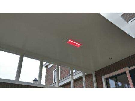 harcosun terrasverwarmer aan ingebouwd in plafond