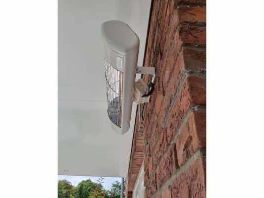Harcosun Ultra Low Glare terrasverwarmer op stenen muur