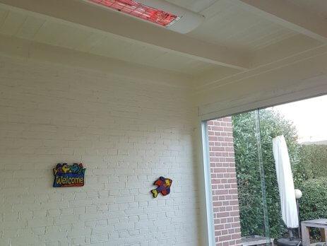 Solamagic S2 2500 ARC elektrische terrasverwarmer houten plafond